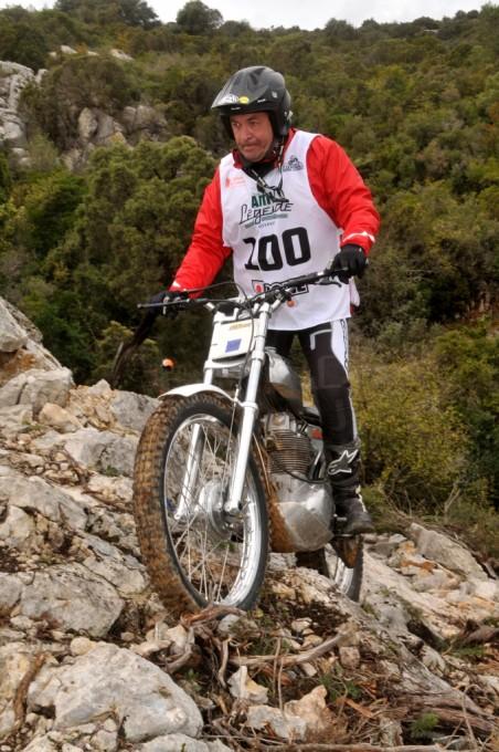 UN PAQUET D'ESPAGNOLS SONT VENUS COURIR AVEC DE TRES BELLES MOTOS