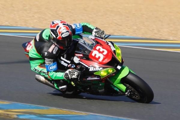 24-HEURES-DU-MANS-MOTOS-2016-La-Kawasaki-de-Louit-Moto-en-pôle-en-Suoperstock.j-1.jpg 9 avri