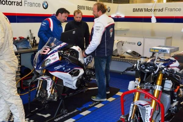24-HEURES-DU-MANS-2016-Préparation-pour-la-pôle-de-la-BMW-N°-1.