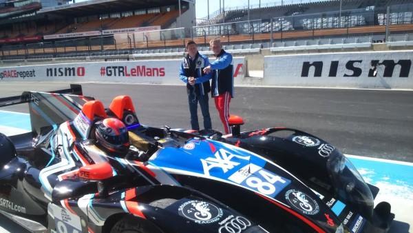24-HEURES-DU-MANS-2016-Team-SRT-41-Jean-Bernard-et-Christophe-attentifs-pendant-les-essais-de-leur-coéquipie