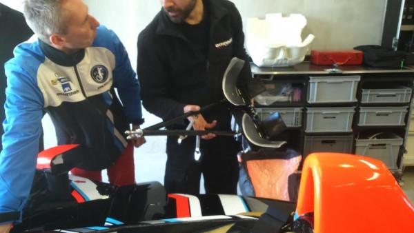 24-HEURES-DU-MANS-2016-TeamSRT-41-Pour-les-pédales-deux-rallonges-permettent-à-Frédéric-de-freiner-et-daccélérer