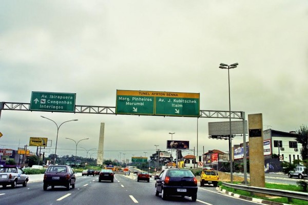 Ayrton-SENNA-A-Sao-Paulo-un-tunnel-porte-son-nom-©-Manfred-GIET