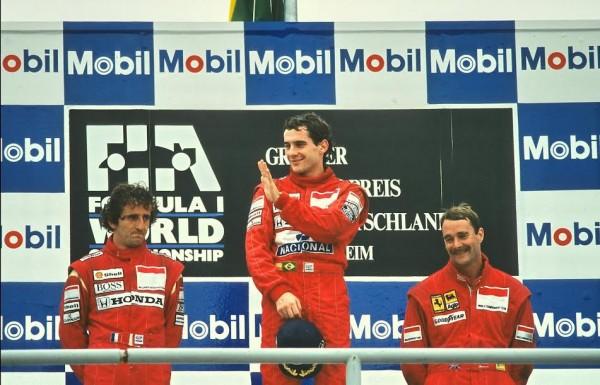 Ayrton SENNA Hockenheim 1989-Podium entouré de Prost & Mansell-© Manfred GIET-