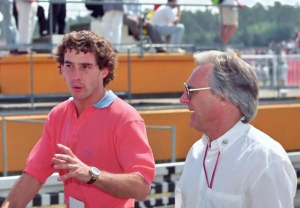 Ayrton-SENNA-le-Boss-sur-la-piste-avec-Bernie-Ecclestone-le-boss-en-dehors-de-la-piste-©-Manfred-GIET-