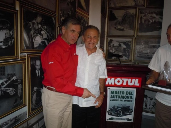 Carlos Macaya à CANCUN au Musée Auto de La Carrera PANAMERICANA avec Pierre de THOISY.