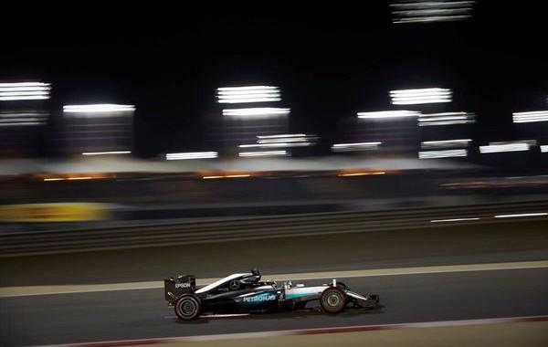 F1-2016-BAHREIN-51éme-pole-pour-LEWIS-HAMILTON