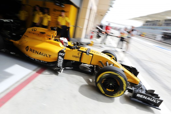 F1-2016-BAHREIN-La-RENAULT-de-Kevin-MAGNUSSEN.
