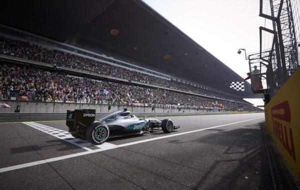 F1-2016-SHANGHAI-Arrivée-victorieuse-pour-la-MERCEDES-de-NICO-ROSBERG-DIMANCHE-16-Avril.