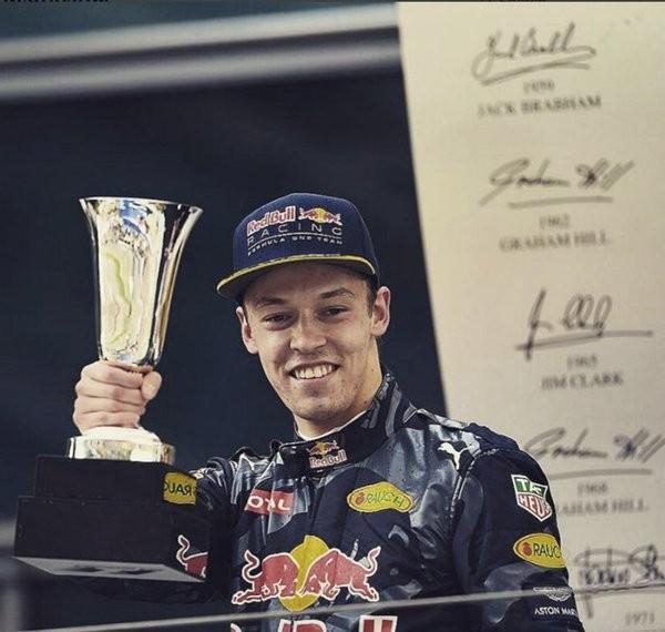 F1-2016-SHANGHAI-Second-podium-en-Grand-Prix-pour-le-jeune-Russe-Daniil-KVYAT