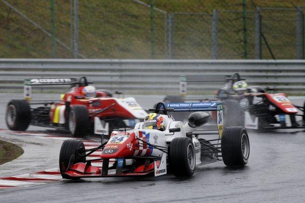 F3-EUROPE-HUNGARORING-BEN-BARNOCOAT-victorieux-de-la-3éme-course