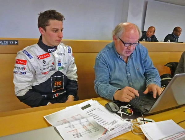 F4-2016-PAUL-RICARD-3-avril-Interview-du-jeune-HUGO-CHEVALLIER-avec-Gilles-GAIGNAULT-Photo-Jean-Claude-LAMORLETTE.
