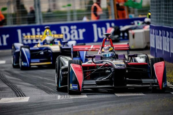 FORMULE E 2016 GP de PARIS - JEAN ERIC VERGNE devant SEBASTIEN BUEMI