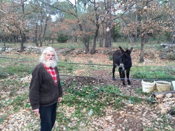 GERARD-GOMBERT-Lunsi-15-fevrier-2016-avec-son-ane-POMPOM