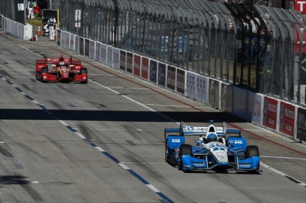 INDYCAR-2016-LONG-BEACH-SIMON-PAGENAUD-devance-SCOTT-DIXON