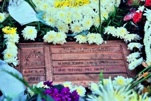 La-tombe-dAyrton-SENNA-sur-le-cimetière-de-Morumbi-©-Manfred-GIET-.