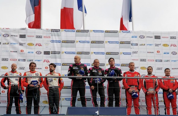 Le Mans V de V 23 Avril 2016 Le Podium de la catégorie des protos avec sur la plus haute marche les pilotes de la NORMA TFT N°2 Photo Thierry COULIBALY.