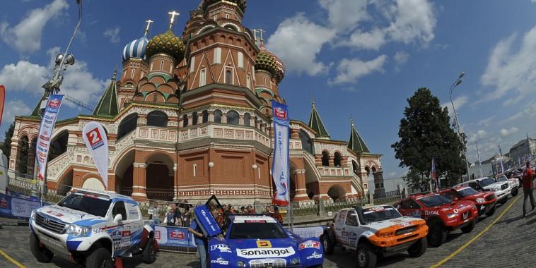 SILK WAY 2016 -Souvenir du départ de l'édition 2013 sur la Place Rouge devant le KREMLIN à MOSCOU.