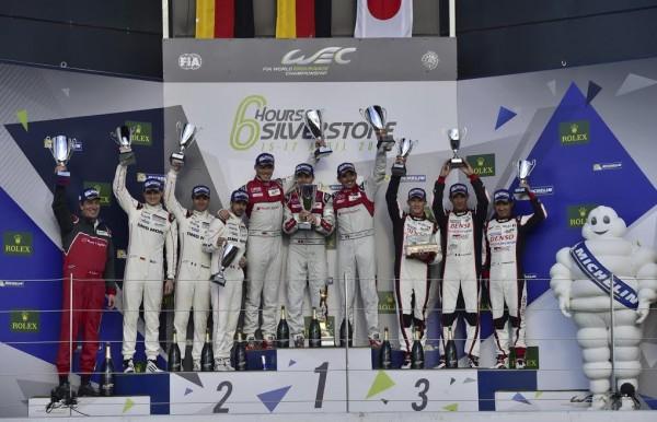 WEC-2016-SILVERSTONE-Le-podium-Dimanche-17-avril-avec-les-pilotes-de-lAUDI-N°-7-victorieux-Photo-Max-MALKA-
