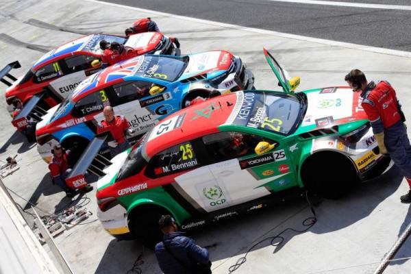 WTCC-2016-BUDAPEST-Les-trois-CITROEN-C-ELYSEE-du-SEB-LOEB-Racing-