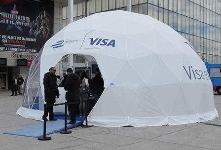 -- la tente devant le cinéma MK2 de la BFM