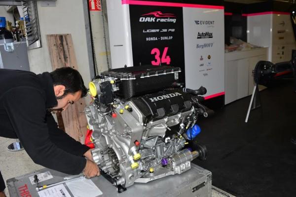 24-HEURES-DU-MANS-2015-Test-preliminaire-Stand-OAK-Racing-le-moteur-HPD-HONDA-Photo-Max-MALKA