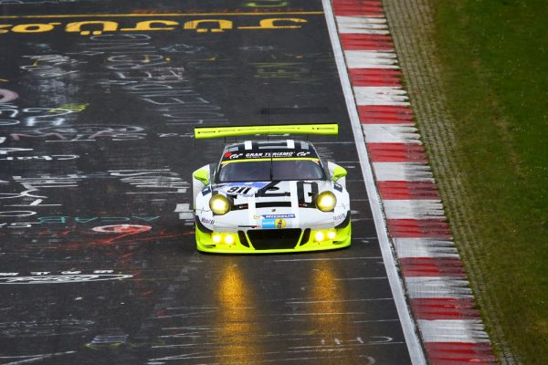 24-HEURES-NURBURGRING-2026-Porsche-911-GT3-R-Manthey-Racing-Earl-Bamber-Kevin-Estre-Patrick-Pilet-Nick-Tandy