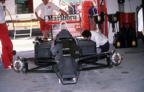 981-Le-Chassis-MP4-1-premier-chassis-monocoque-carbonre-inauguré-par-John-WATSON-en-Argentine-le-12-avril-1981-©-Manfred-GIET-