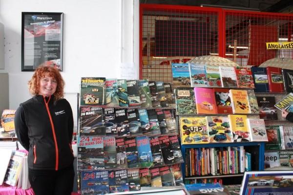 CLASSIC-DAYS-2016-Véronique-NOREUX-Librairie-de-livres-automobiles-Photo-Florian-GAUDICHEAU