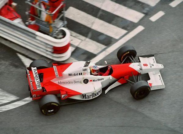 David-COULTHARD-image-insolite-au-GP-de-Monaco-avec-un-casque-de-Michael-Schumacher-©-Manfred-GIET-
