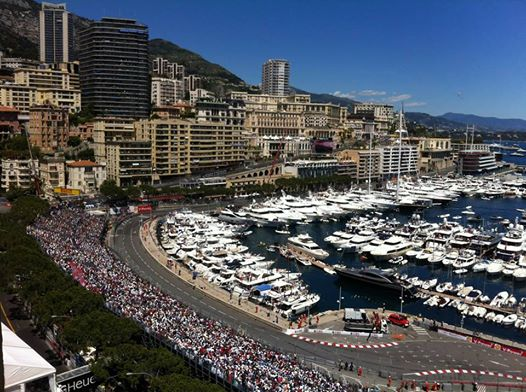 F1-2014-GP-MONACO-Le-virage-de-la-piscine-devant-le-port. Photo Jean François THIRY
