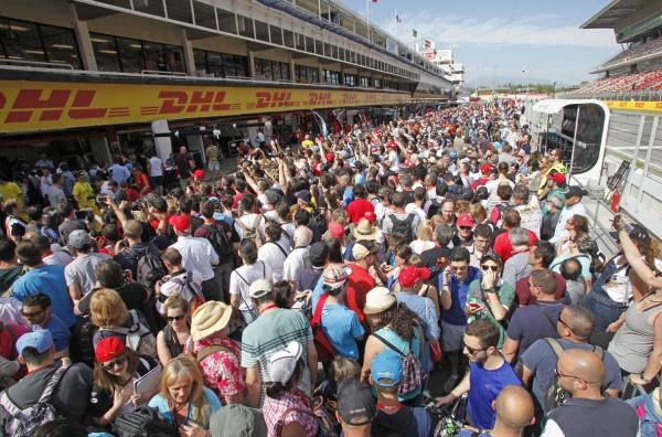 F1-2015-MONTMELO-La-visite-du-PIT-LANE.