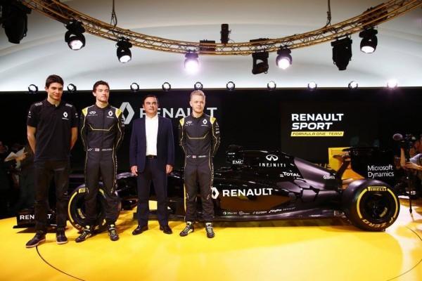 F1 2016 -3 fevrier KEVIN MAGNUSSEN avec CARLOS GHOSN Président de RENAULT, JOLYON PALMER et ESTEBAN OCON.