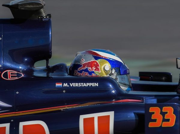 F1-2016-Casque-Max-VERSTAPPEN-Photo-Antoine-CAMBLOR-
