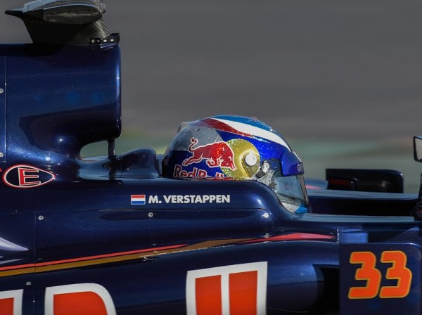 F1-2016-Casque-Max-VERSTAPPEN-Photo-Antoine-CAMBLOR
