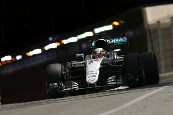 F1-2016-MONACO-LEWIS-HAMILTON-et-sa-MERCEDES-W07.j