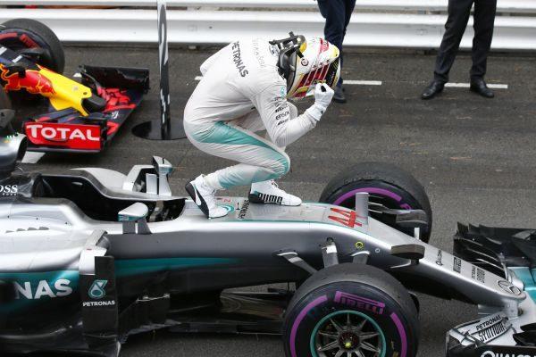 F1 2016 MONACO - La joie du vainqueur LEWIS HAMILTON qui remporete enfin son 1er FP en 2016.j