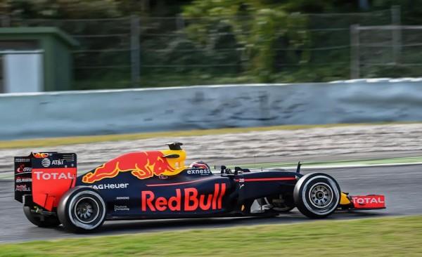 F1-2016-MONTMELO-Jeudi-3-mars-DANIIL-KVYAT-RED-BULL-Photo-ANTOINE-CAMBLOR.