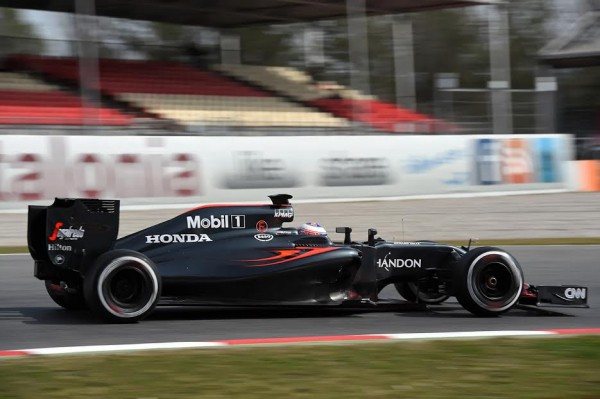 F1 2016 MONTMELO Mercredi 24 fevrier - La McLAREN de JENSON BUTTON- Photo Antoine CAMBLOR