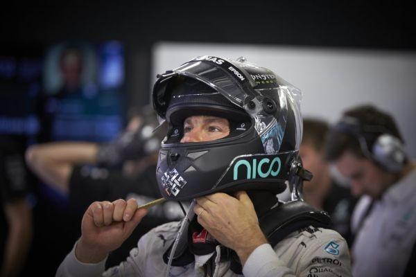 F1-2016-NICO-ROSBERG-en-pole-avec-sa-MERCEDES-W07