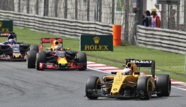 F1-2016-Trois-monoplaces-a-moteur-RENAULT-La-RENAULT-R16-La-RED-BULL-et-la-TORO-ROSSO