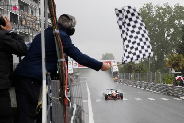 F3 2016 - GP de PAU - BARNOCOAT triomphe sous la pluie dans la 1ére course.
