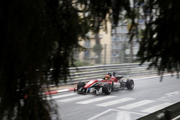 F3 EUROPE 2016 - GP PAU - Lance STROLL Leader du CHAMPIONNAT - Photo Nicolas PALUDETTO.