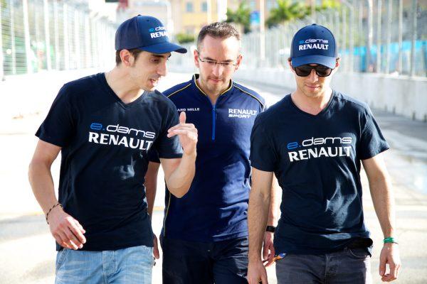 FORMULE E 2015 MONACO Les pilotes DAMS BUEMI et NICO PROST reconnaissent le tracé.