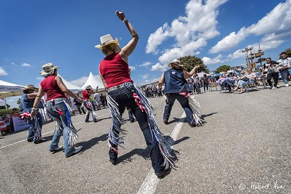 GRAND-PEIX-CAMION-PAUL-RICARD-15-Mai-2016-AMBIANCE-Danse-country-dans-le-village-Photo-HUBERT-AUER