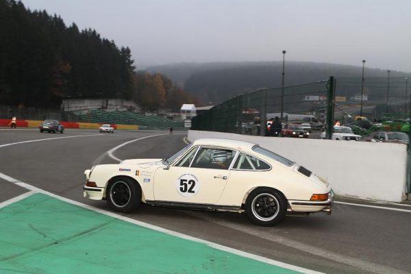 KRONOS-Jean-Pierre-MONDRON-participe-régulièrement-aux-epreuves-historiques-une-Porsche-911S-©-Manfred-GIET