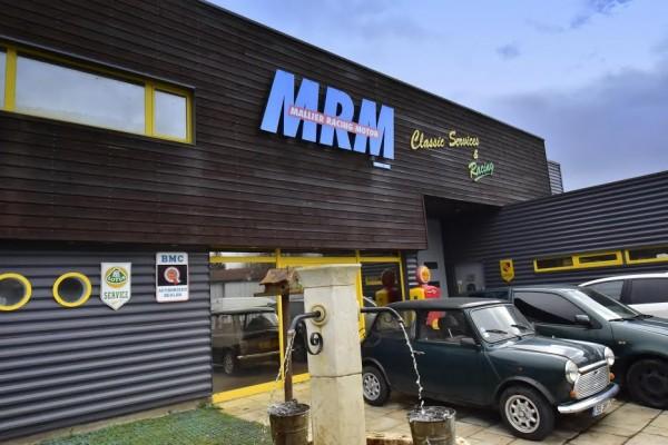 MICHEL-MALLIER-Bienvenue-chez-le-SORCIER-lHOMME-AUX-DOIGTS-DOR-Photo-Max-MALKA