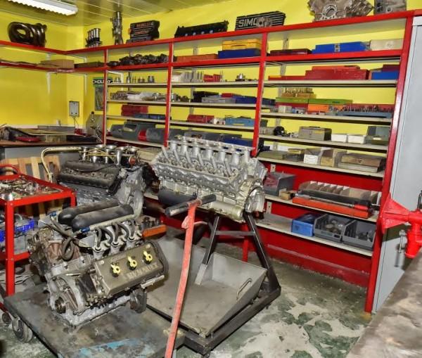 MICHEL-MALLIER-LAtelier-des-moteurs-en-cours-de-restauration-Photo-Max-MALKA.