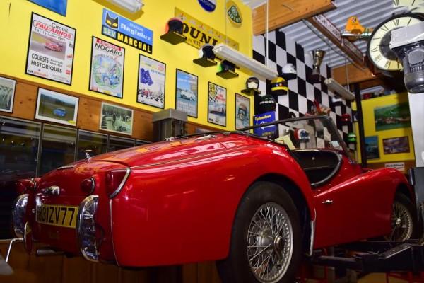 MICHEL-MALLIER-La-Triumph-datant-de-1962-appartenant-à-Henri-PESCAROLO-en-cours-de-restauration-totale-Photo-Max-MALKA-