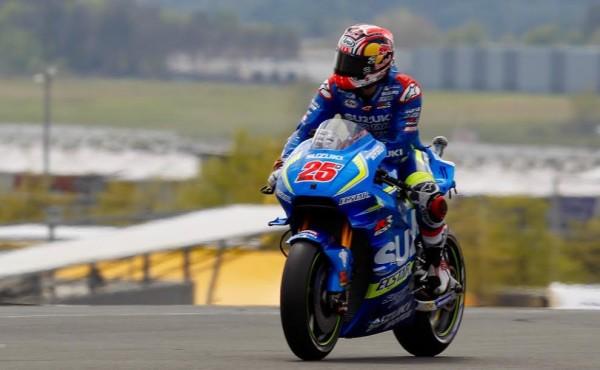 MOTO GP 2016 FRANCE GP -La SUZUKI de VINALES SUR LA 3éme MARCHE DU PODIUM.j