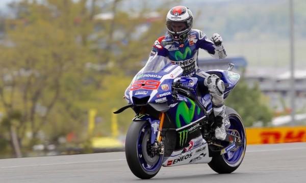 MOTO-GP-2016-FRANCE-Heureux-de-sa-victoire-Jorge-LORENZO-le-Champion-du-monde-YAMAHA